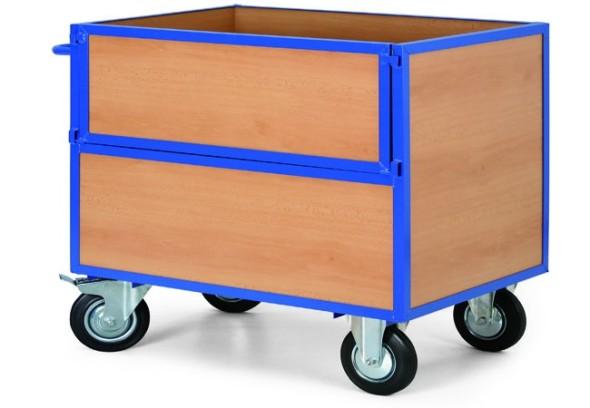 Skriňový vozík s drevenými stenami