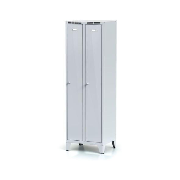 Kovová šatní skříňka na nohách, šedé dveře, cylindrický zámek