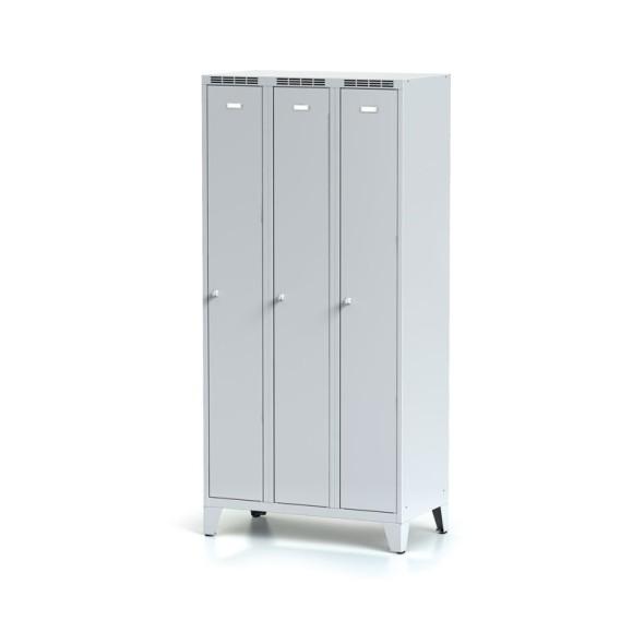 Kovová šatní skříňka, 3-dveřová na nohách, šedé dveře, otočný zámek