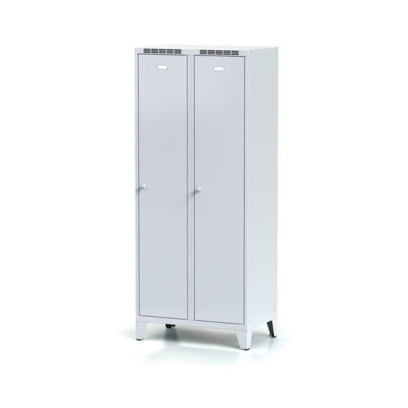 Kovová šatní skříňka na nohách s mezistěnou, šedé dveře, cylindrický zámek