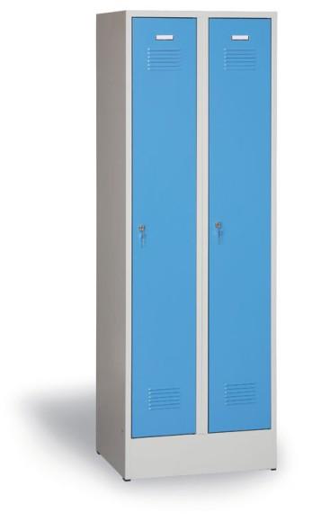 Plechová šatní skříňka na soklu, modré dveře, cylindrický zámek